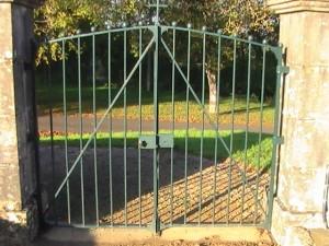 portail ouest du cimetière