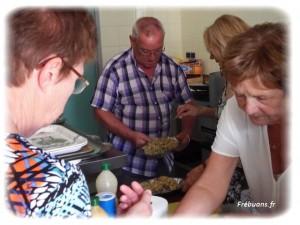 Les cuisiniers en action - Photo : Eric BIGORNE