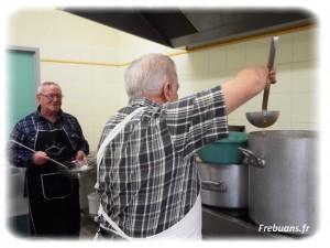 Les cuisiniers en action – Photo : Eric BIGORNE
